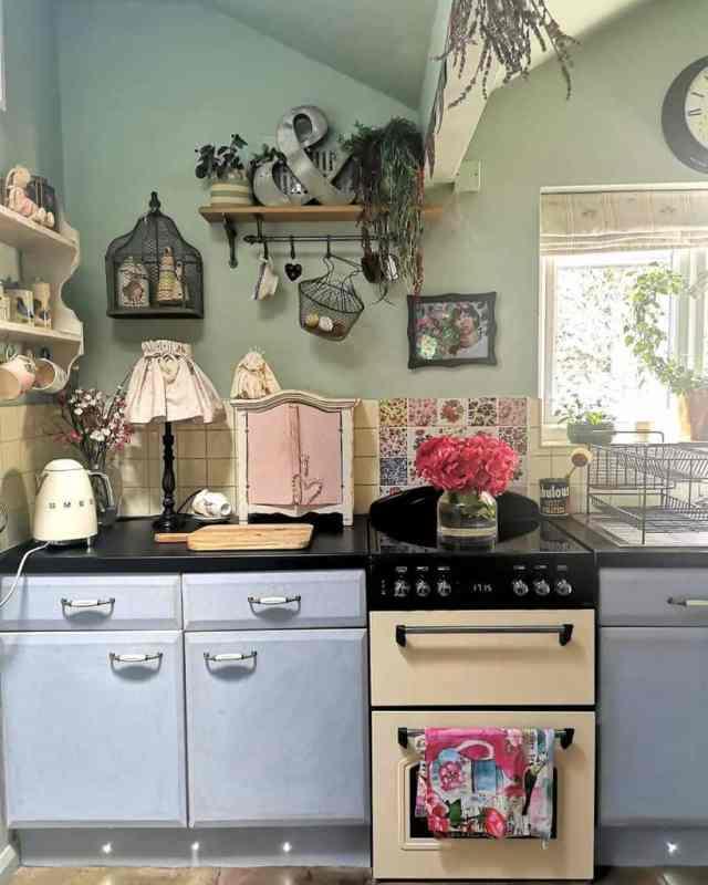 素朴なキッチンの壁の装飾のアイデアclaire_in_thecottage
