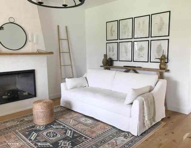 予算の家事に関するシンプルなリビングルームのアイデア
