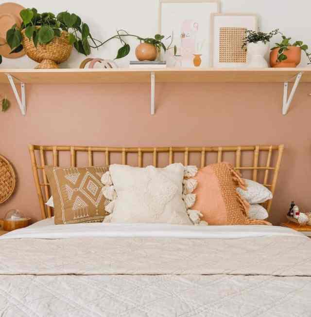 暖かい色の自由奔放に生きる寝室のアイデアpeonyandhoney