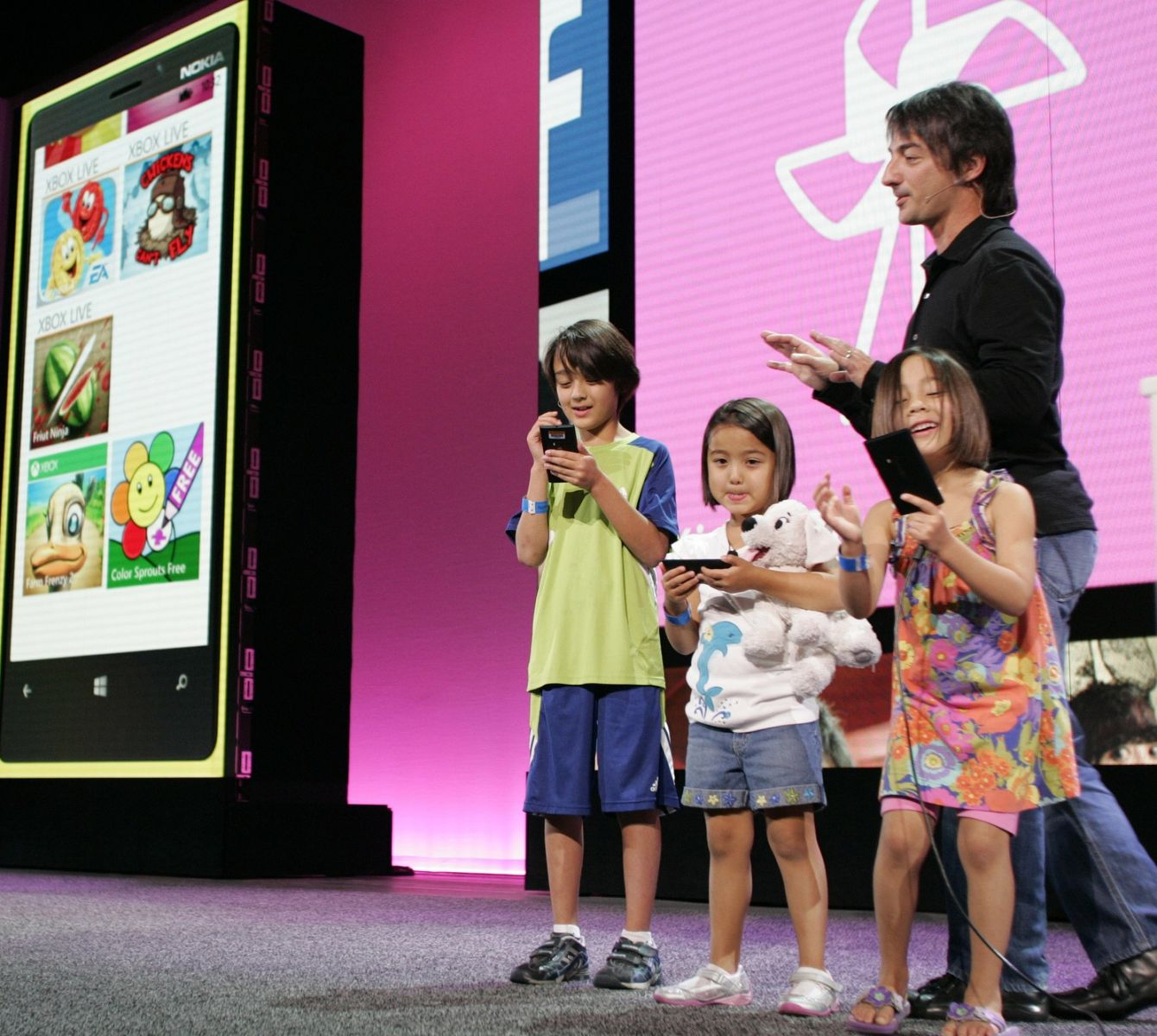Use avg family safety for free on windows phone 8.