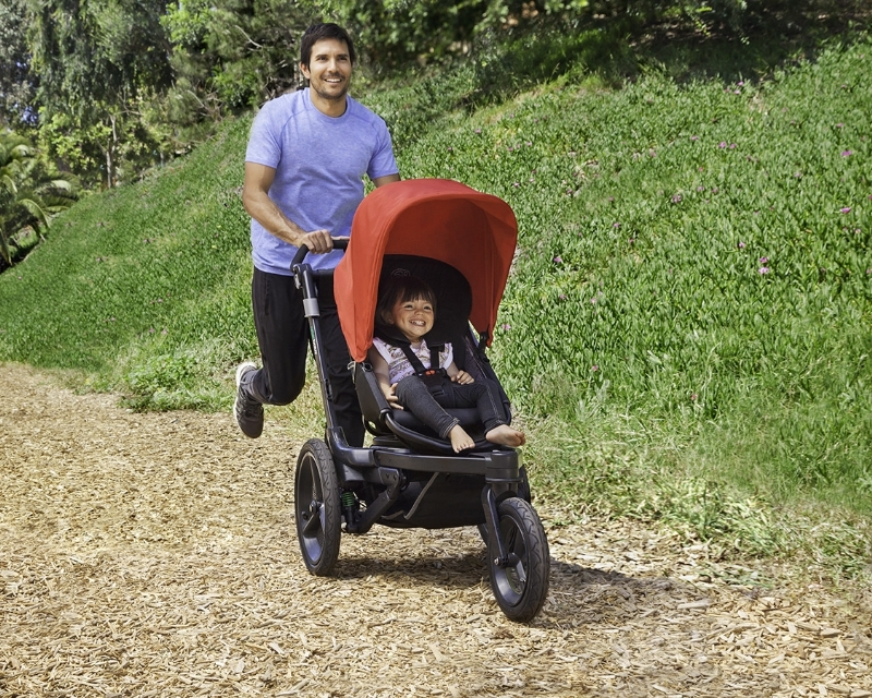 ORBIT BABY(R) DEBUTS NEW O2(TM) HYBRID STROLLER -- The O2's Dual Seating Modes make it Ideal For Running or Everyday Activities. (PRNewsFoto/Orbit Baby, Inc.)