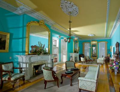 southern-mansion-charm-posh-family-vacations