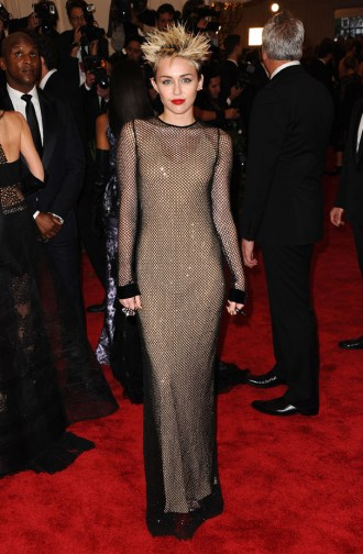 Miley Cyrus au Met Ball - Charonbelli's blog mode