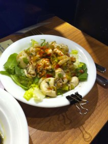 medi-terra-nea-paris-le-bar-aux-1000-tapas-mecc81diterranecc81ens-6-salade-de-supions-charonbellis-bloge-mode-beautecc81-life-style