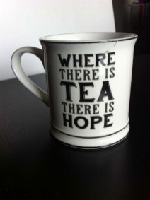 mug-where-there-is-tea-there-is-hope-sass-belle-shopping-london-charonbellis-blog-mode-et-beautecc81