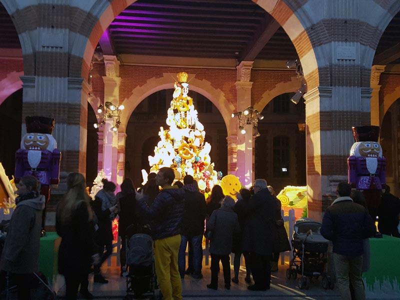 Mon Toulouse pendant les fêtes - Cour Henri IV (1)- Charonbelli's blog mode et beauté
