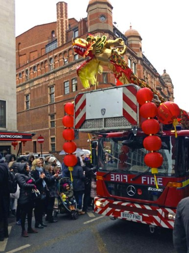 Pompiers-Chinese-New-Year-London-2017-Charonbellis