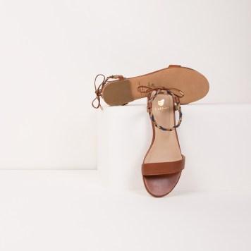 sandales-plates-la-bien-aimee-cognac-Bobbies-Charonbellis