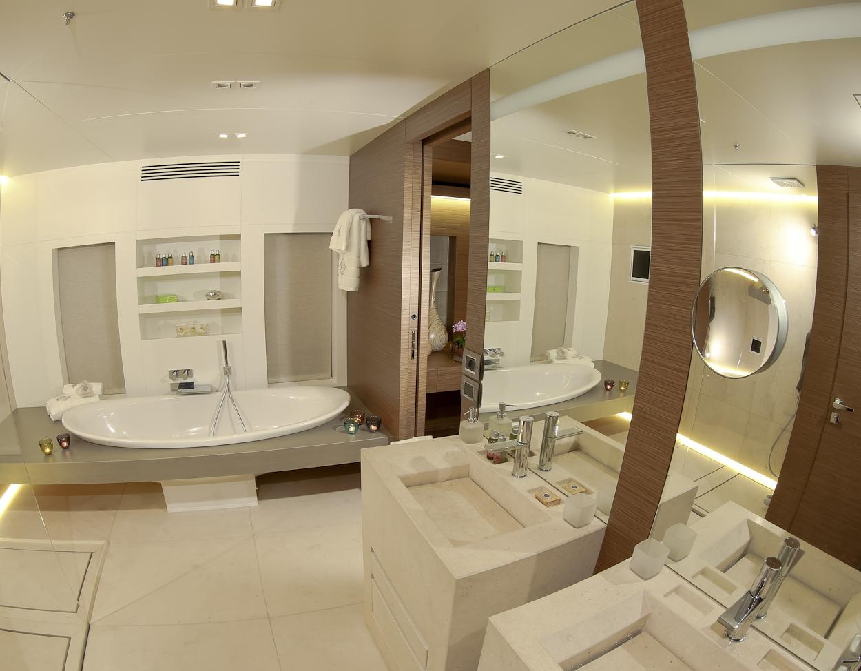 DIANE Guest Cabin Bathroom