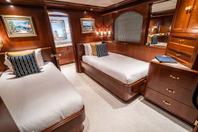 Twin-guest-stateroom-1280px-45
