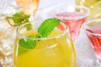 drinks-AdobeStock_46461361-CC