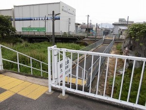 越前花堂駅を知っていますか。 越美北線のホームにつながる通路/どこまでもアマチュア