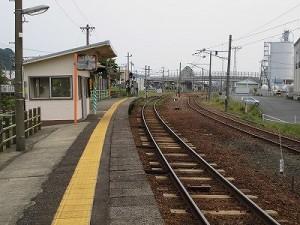 越前花堂駅を知っていますか。 一番大野よりから見たホーム/どこまでもアマチュア