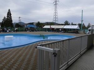 水泳大会の応援に行って来ました。 各チームの控え場所用テント/どこまでもアマチュア