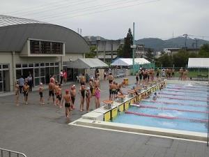 水泳大会の応援に行って来ました。 緊迫した空気のプールサイド/どこまでもアマチュア