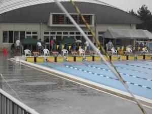 水泳大会の応援に行って来ました。 本部前にもテントを追加/どこまでもアマチュア