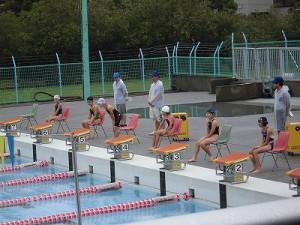 水泳大会の応援に行って来ました。 コールをきっかけにお辞儀する選手/どこまでもアマチュア