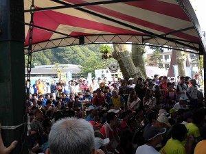 第50回越前大野名水マラソン 開会式に詰めかけた多くの参加者/どこまでもアマチュア