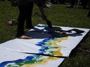 六呂師高原アルプス音楽祭2014 黒で文字を入れ始めたふみんちゅさん/どこまでもアマチュア