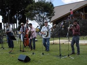 六呂師高原アルプス音楽祭2014 高原とぴったりマッチした音楽を楽しむデッドストック/どこまでもアマチュア