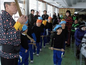 さかだに雪まつり 阪谷小学校の児童による太鼓演奏/どこまでもアマチュア