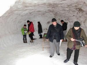 さかだに雪まつり 巨大かまくらの内部/どこまでもアマチュア
