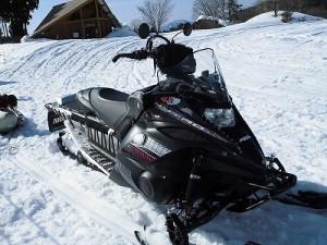 さかだに雪まつり スノーモービル近景/どこまでもアマチュア