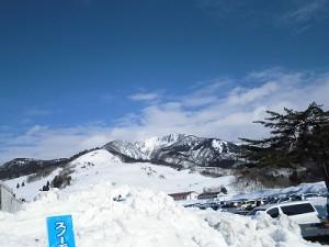 さかだに雪まつり 快晴の空と六呂師高原三角山方面/どこまでもアマチュア