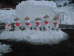 さかだに雪まつり 雪像づくりコンクール 笠地蔵の雪像/どこまでもアマチュア