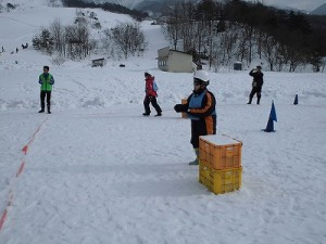 さかだに雪まつり 前に出て敵を責める選手/どこまでもアマチュア