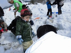 さかだに雪まつり パパの頑張りを応援しているお子ちゃま/どこまでもアマチュア