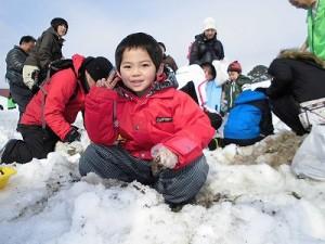 さかだに雪まつり ポーズを決めた二枚目のお子ちゃま/どこまでもアマチュア