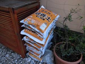 ミニミニ家庭菜園&ミニガーデニング コメリホームセンターの培養土/どこまでもアマチュア