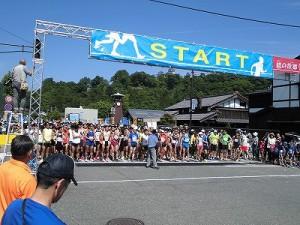 第51回越前大野名水マラソン スタート直前のスタート地点の様子/どこまでもアマチュア