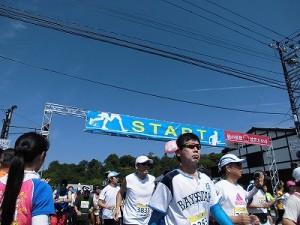 第51回越前大野名水マラソン ゆっくりスタートを切るマラソンランナー達/どこまでもアマチュア
