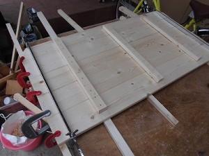 日曜大工自習教室~ズブの素人編~ ビスで桟と板を固定した状態/どこまでもアマチュア
