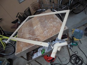 日曜大工自習教室~下手の横好き編~ 室外機カバーの前面枠だけ完成/どこまでもアマチュア