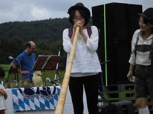 六呂師高原アルプス音楽祭2015 アルプス音楽団 アルプホルン試し吹き九人目/どこまでもアマチュア