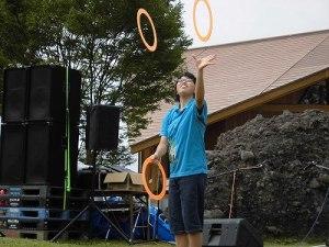 六呂師高原アルプス音楽祭2015 藤島高校ジャグリング部 注目を集める細田さんのリングの演技/どこまでもアマチュア