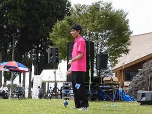 六呂師高原アルプス音楽祭2015 藤島高校ジャグリング部 山崎君がポイの演技開始/どこまでもアマチュア