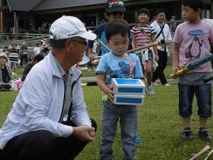 六呂師高原アルプス音楽祭2015 藤島高校ジャグリング部 シガーボックスの高度な技に挑戦するボク/どこまでもアマチュア