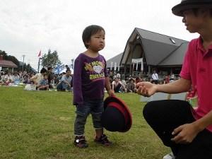 六呂師高原アルプス音楽祭2015 藤島高校ジャグリング部 ハットを自在に操りたい将来の名パフォーマー/どこまでもアマチュア
