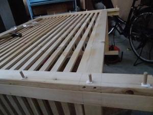 日曜大工自習教室~下手の横好き編~ 前面のダボ穴全部に埋め込んだ木ダボ/どこまでもアマチュア