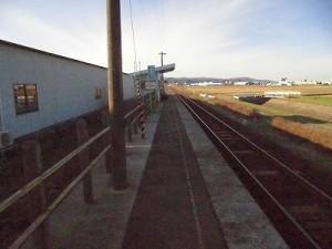 六条駅を紹介します。 ようやく駅舎を発見/どこまでもアマチュア