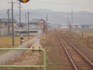 足羽駅はこんなところでした。 ほぼ見えなくなった列車/どこまでもアマチュア