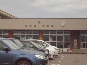 足羽駅はこんなところでした。 足羽第一中学校の生徒玄関/どこまでもアマチュア
