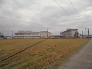 足羽駅はこんなところでした。 足羽第一中学校の遠景/どこまでもアマチュア