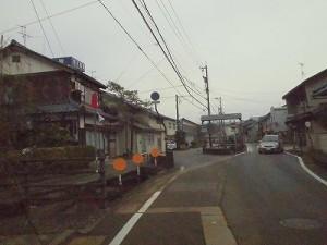 越前東郷駅を見てきました。 東郷二ケ町中心部に向かう道路/どこまでもアマチュア
