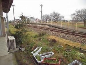 越前東郷駅を見てきました。 駅舎裏から見た乗り場への行程/どこまでもアマチュア