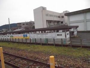 越前東郷駅を見てきました。 自転車置き場の背中の様子/どこまでもアマチュア